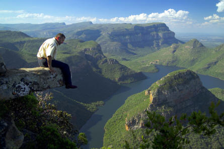 diederik sitting on a ledge above blyde river canyon